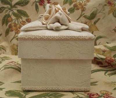 Square box, ivory damask