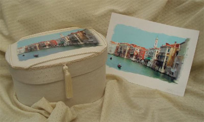 Oval photo box with print